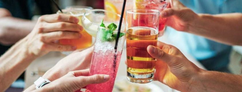 Why Should You Hire A Catering Company For Your Next Cocktail Party?