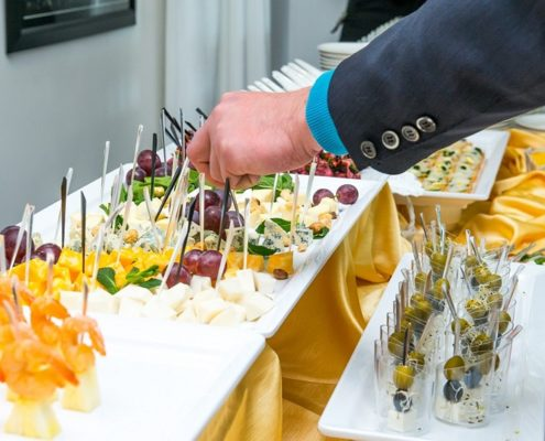 What Menus To Choose For Your Office Party? Hire A Corporate Catering Company!